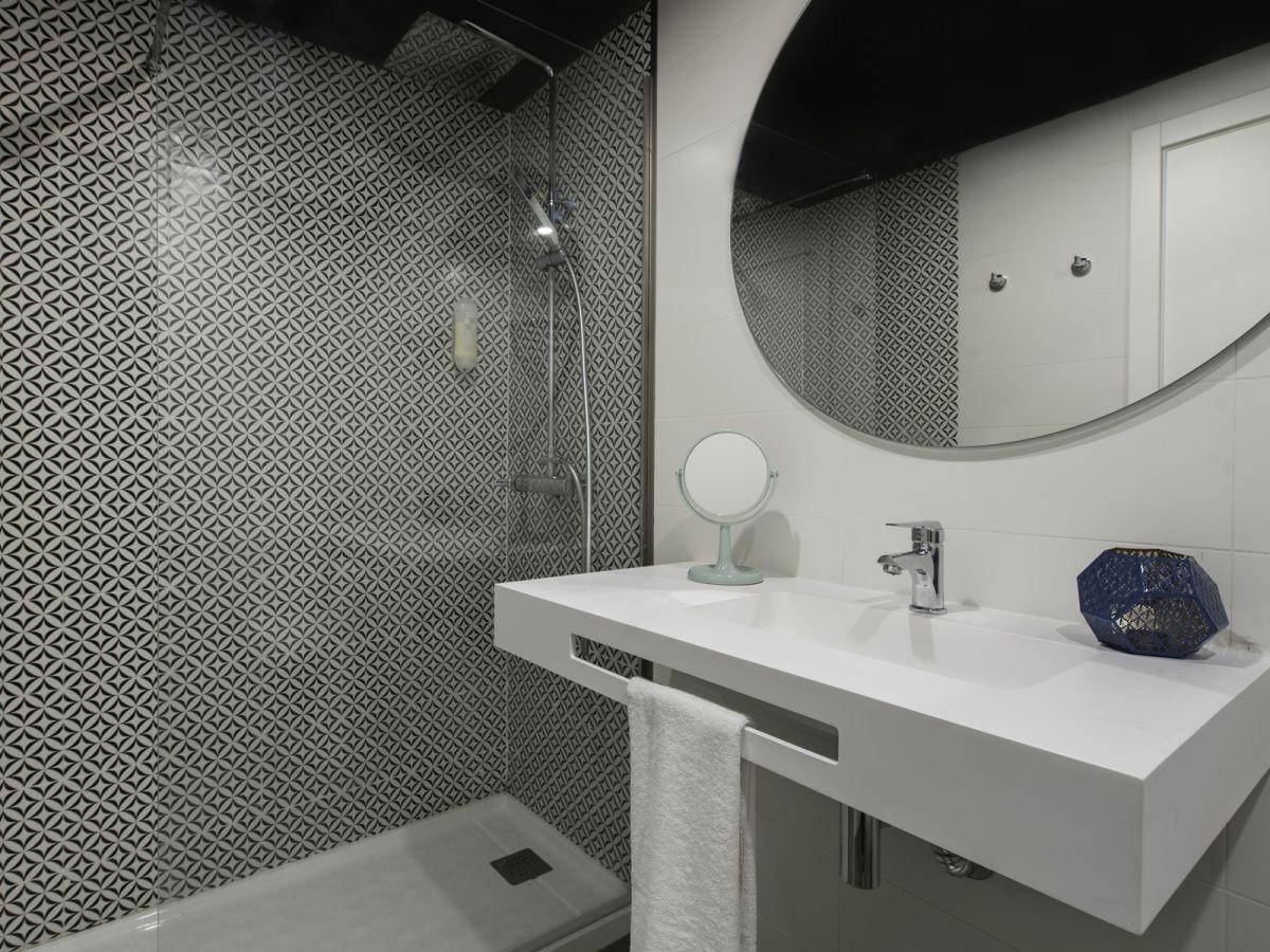 15-mogambo_toilet