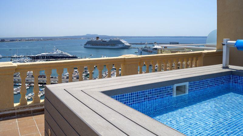 catalonia-maj-hab-jsuite-pool-terrace-tcm41-1733-32